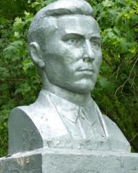 Памятник председателю Капитонову в с.Надеждовка