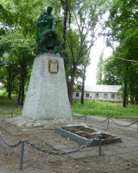 Памятник воинам-односельчанам в с.Надеждовка (Новомосковский р-н)