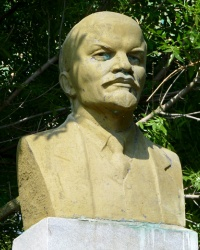 Бюст В.И.Ленина в с.Дмитровка (Бердянский р-н)