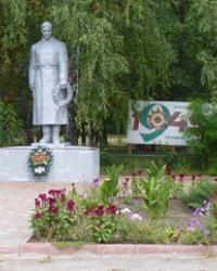 Памятник воинам-односельчанам в с.Малые Сорочинцы (Миргородский р-н)
