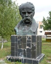 Памятник Т. Г. Шевченко в с.Хомутец