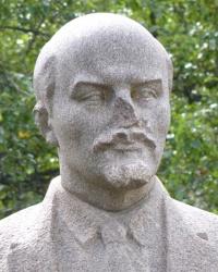 Памятник В.И.Ленину в с.Подол (Великобагачанский р-н)