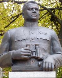 Пам'ятник генералу армії Миколі Ватутіну у м.Полтава