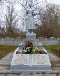 Памятник воинам-землякам (1941-1945г.) в с.Августиновка (Запорожский р-н)