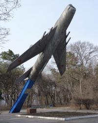 Памятник воинам-десантникам самолет МИГ 19 в г.Светловодск