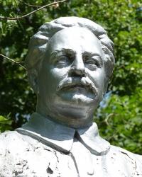 Памятник Серго Орджоникидзе в с. Разумовка