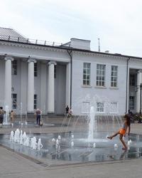 Светодиннамический фонтан возле театра им. Т. Шевченко в г. Кривой Рог
