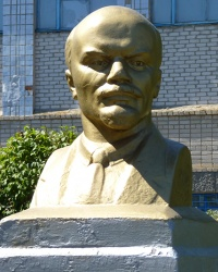 Бюст Ленина В.И в с. Козырка