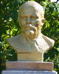 Бюст В.И. Ленина в с. Дмитровка