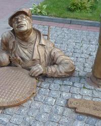 Памятник водопроводчику (сантехнику) в г. Черкассы