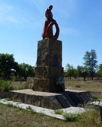 Памятник воинам-односельчанам (1941-1945) в с. Марьяновка