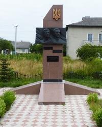 Пам'ятник  визначним діячам ОУН-УПА в с. Боднарів