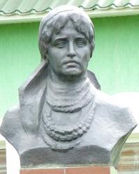 Пам'ятник Наталії Кобринської в м. Болехів