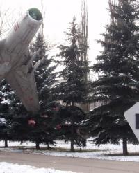 Памятник самолет МиГ-19П на постаменте в Днепропетровске