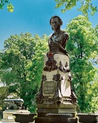 Памятник А.С.Пушкину на Приморском бульваре