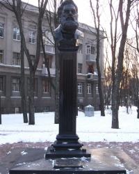 Памятник  А. К. Алчевскому