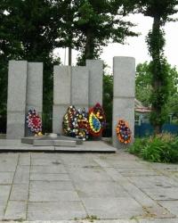 Братская могила советских воинов, погибших в боях за город Первомайский