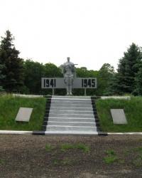 Братская могила советских воинов  в пос. Парижское