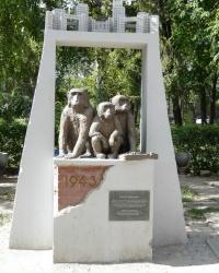 Памятник спасшимся животным Харьковского зоопарка