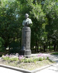Памятник И.Е.Репину - неизменный символ Чугуева