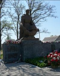 Братская могила советских воинов в с. Подворки