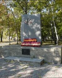 Пам'ятник воїнам, якi загинули при виконаннi вiйськового обов'язку, в смт. Чутове