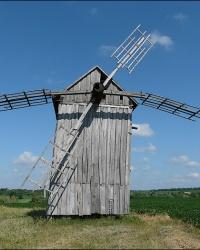 Деревянная мельница возле с. Дибровка