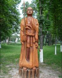 Деревянные фигуры гоголевских героев в г. Миргород
