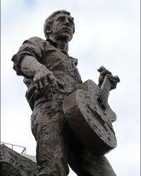 Памятник В.Высоцкому в г. Харьков
