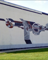 """Панно """"Выше, быстрее, сильнее"""" на стене Дворца спорта в г.Харькове"""