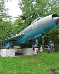 Памятник самолету Су-7Б в ХАИ (г.Харьков)