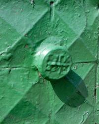 Два зеленых ПП ГУГК и еще что-то на здании школы по ул. Куриловская, 27
