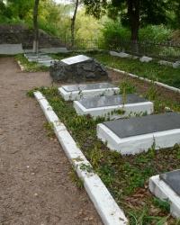 Братская могила советских воинов на территории Свято-Успенского монастыря в г. Бахчисарай