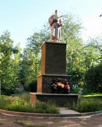 Памятник советским воинам в городском парке г. Изюм