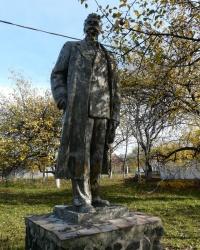 Памятник М.Горькому на територрии детского санатория в п. Высокий