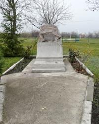 Памятник учителям во дворе профессионального лицея в г. Перещепино