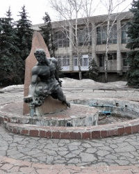 Памятник водопроводчикам в г. Харьков