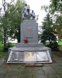 Братская могила советских воинов в с. Петровское (Близнюковский район)