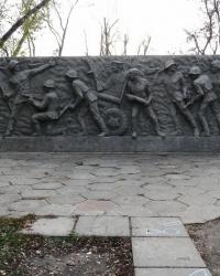 Стела воинам-освободителям напротив технического университета в г. Днепродзержинск