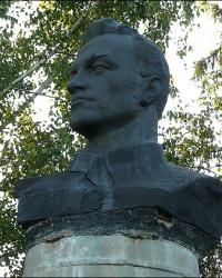 Памятник революционеру Чумаку Андрею Кондратьевичу в с. Великие Сорочинцы