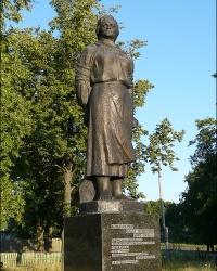 Памятник связной партизанского отряда Бондаренко О.А. в с. Великие Сорочинцы