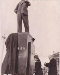 Памятник Ленину в Комсомольском сквере в Константиновке