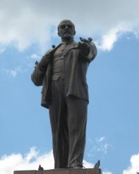 Памятник В.И.Ленину на центральной площади г.Стаханов