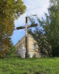 Поклонный крест возле Октябрьского дворца в Киеве