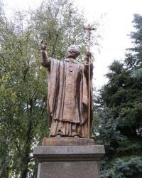 Памятник Иоанну Павлу II в Житомире