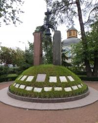 Памятник погибшим чернобыльцам на Дарнице в Киеве