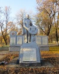 Братская могила и памятный знак воинам-землякам в Миусинске