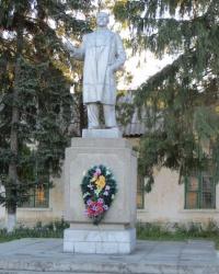 Памятник Ленину возле проходной Штеровской ГРЭС в Миусинске