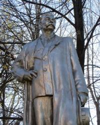 Памятник А.М.Горькому в Красном Луче