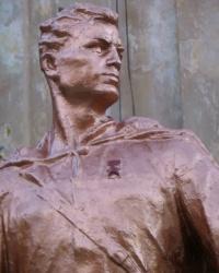 Памятник солдату - герою в Зугрэсе